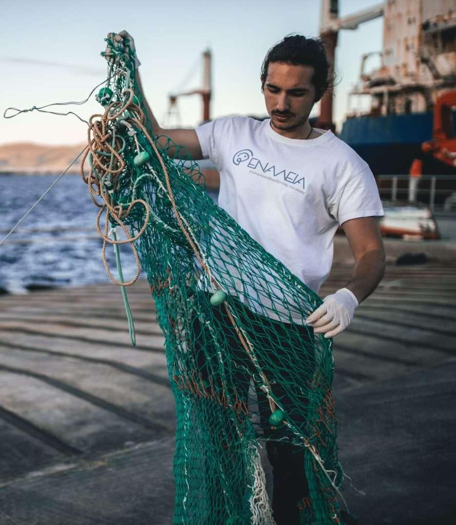 Lefteris Enaleia Gründer mit Fischernetz
