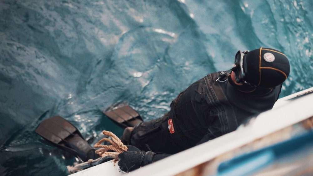 bracenet-diver-ocean-cleaning