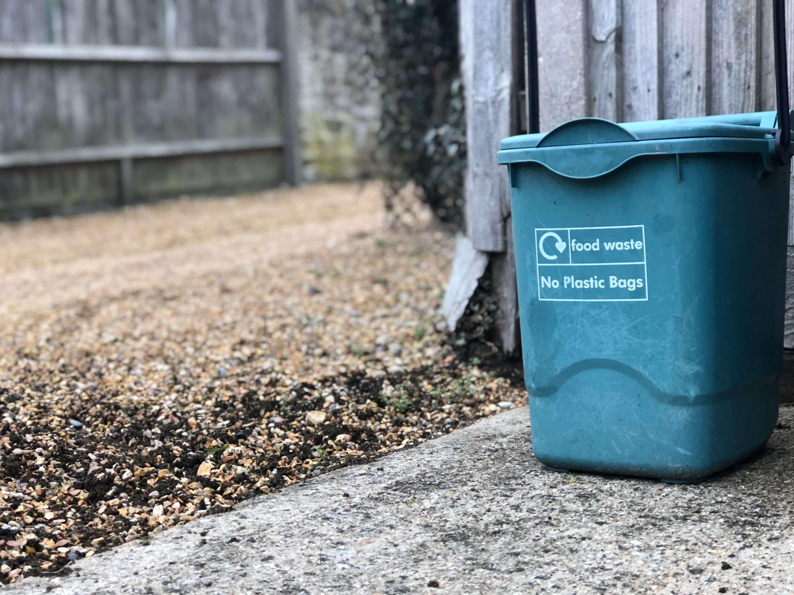 trash bin for food waste- no plastic bags