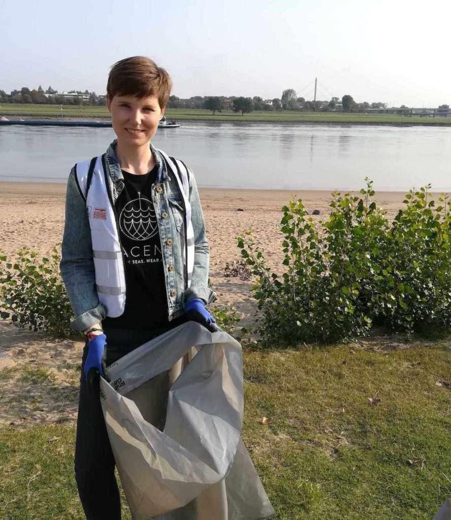Team Bracenet sammelt Müll beim Rhein-CleanUü